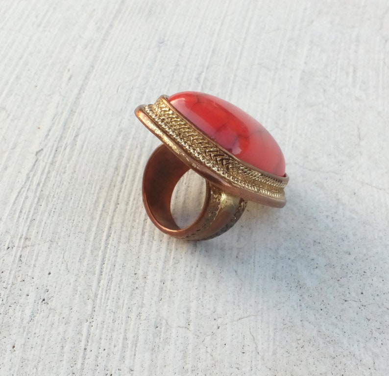 Vintage burnt orange glass cabochon cocktail ring Gold tone statement cocktail ring Halloween costume jewelry for her Size 6 jewelry 1980s