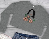 Retro Pinup Cropped Sweater, Pinup Shirt, Line Art Woman, Floral Shirt, Crop Top, Crop Shirt, Cropped Sweatshirt, Crop Pullover, Sweatshirt