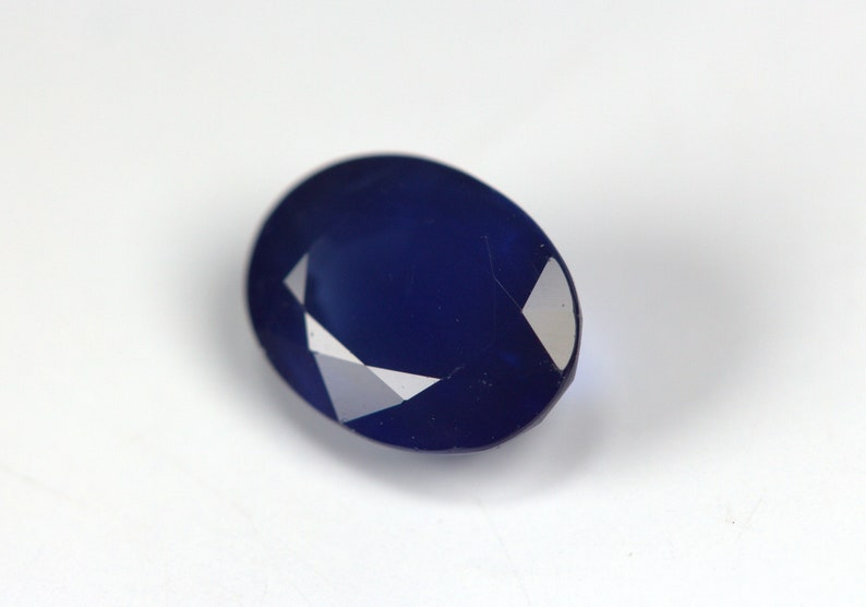 With Color Stripes Natural Sapphire 1.78 Carats Beautiful Color Earth Mined. 8 x 6 MM Certified Deep Blue