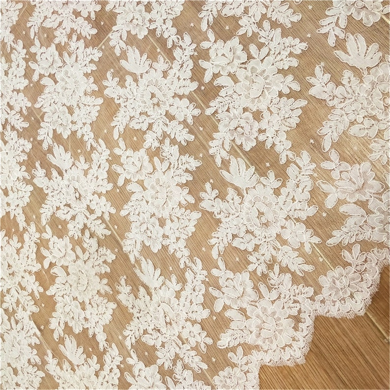 Elegant Corded Lace Fabric Beautiful Floral Wedding Dress Fabric Soft Bridal Lace Fabric By The Yard
