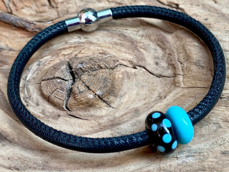 Leather bracelet Lucie with handmade glass beads image 0