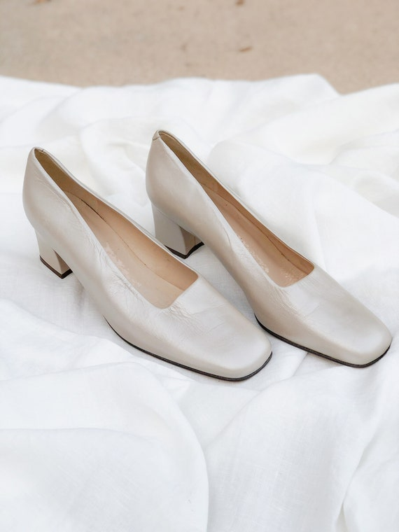 Vintage pearlescent taupe leather square toe pumps