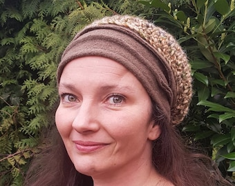 Sloppy hat with bees and crochet net