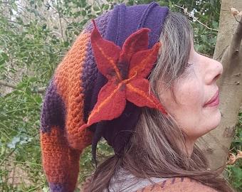 Sloppy hat with bees, felt flower and tip crochet net