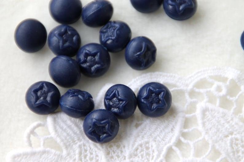 8 St Acrylic Miniatures Blueberry 11 mm
