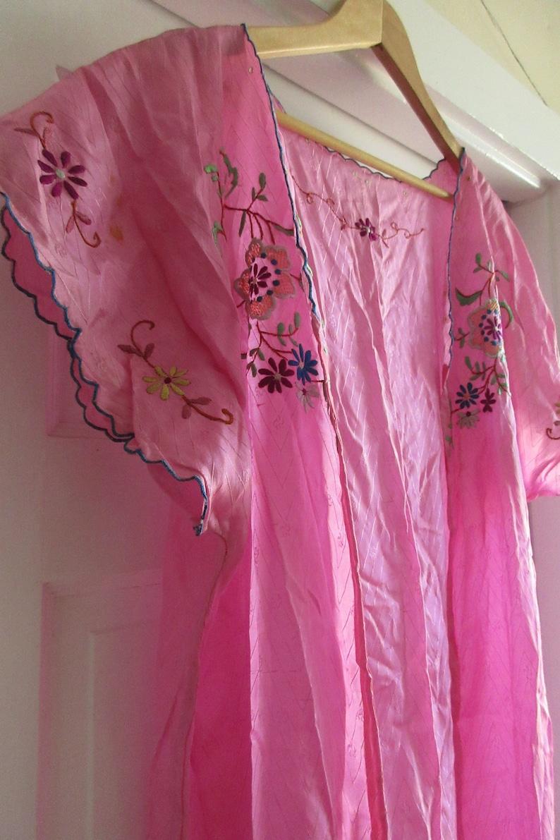 Vintage Pink Floral Embroidered Robe
