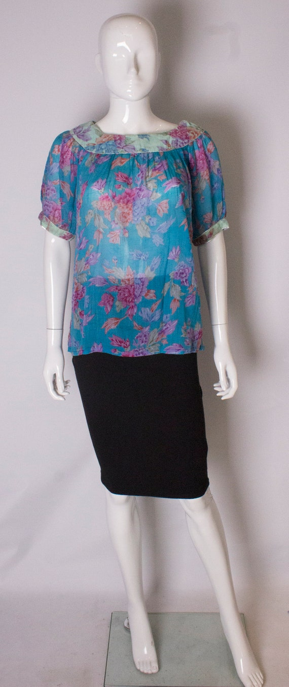 A vintage 1970s floral printed summer Cotton Top b
