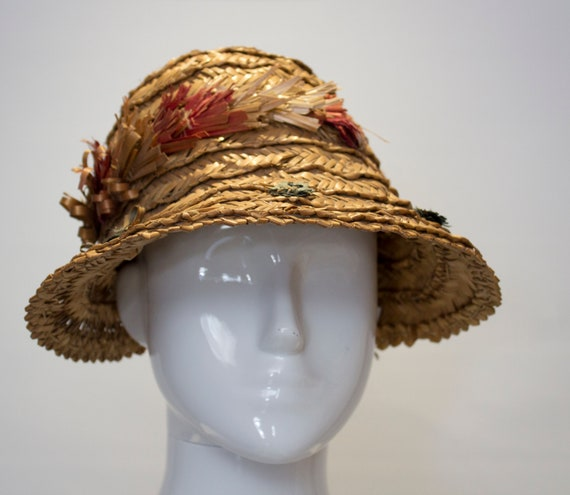 A Vintage 1930s Summer Straw day Hat