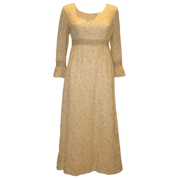 A Vintage 1970s pale yellow Paisley Print Gown Wit