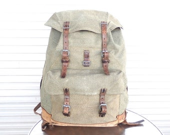 7c82e4c356 1959 Vintage Swiss Army Backpack Citybag Salt and Pepper Swiss Leather  Canvas Leder Rucksack Schweizer Armee Suisse Sac a Dos Lin Leinen