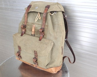 eeb9937ea8 1952 Vintage Swiss Army Backpack Citybag Salt and Pepper Swiss Leather  Canvas Leder Rucksack Schweizer Armee Suisse Sac a Dos Lin Leinen