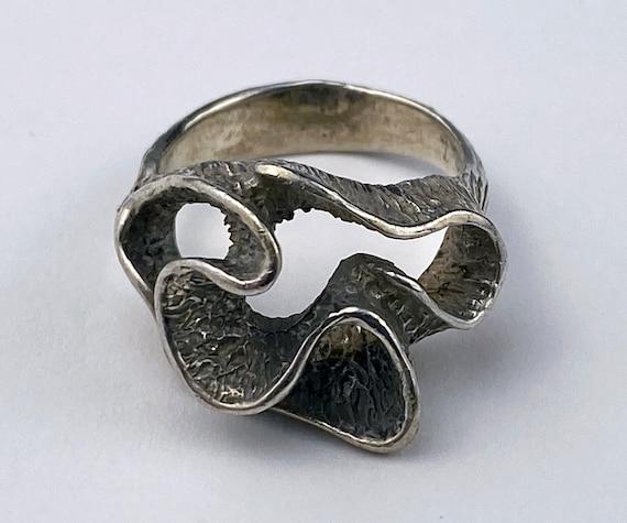 Swirl brutalist silver statement ring