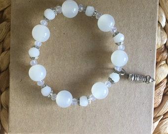 Pulseira de Oxalá com berloque// Oshala bracelet, with Oshala symbol charm, elastic stretch cord//MumGaya Spiritual