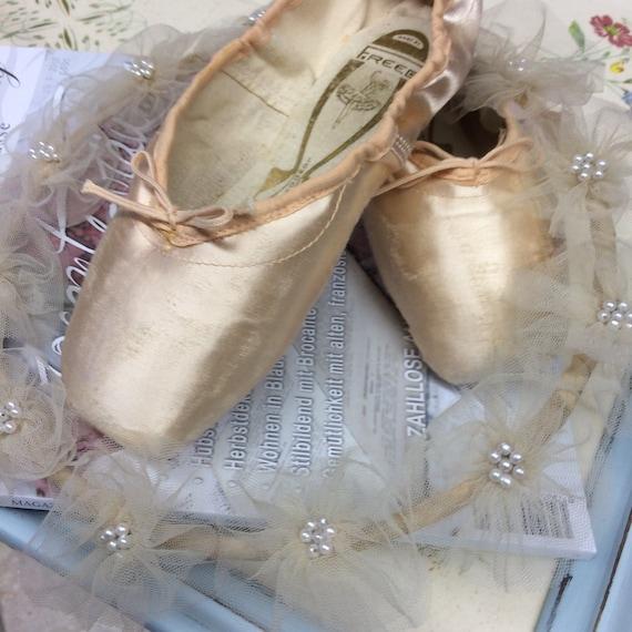 Ballet Shoes, Original