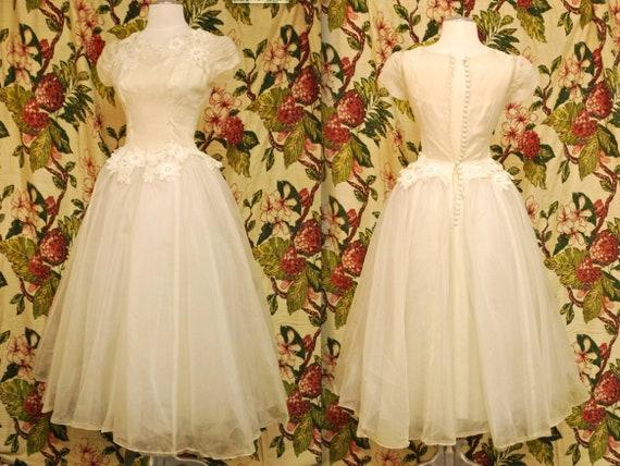 Ballerina ivory wedding dress with lace appliqué flora detail