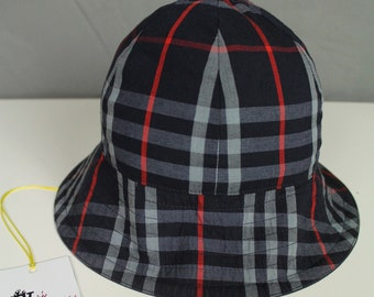 568ca2d8160f5 Burberry Vintage Reversible Navy Nova Check Pattern Bucket Hat One size