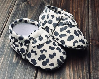 24004603013b1 Leopard baby shoes   Etsy