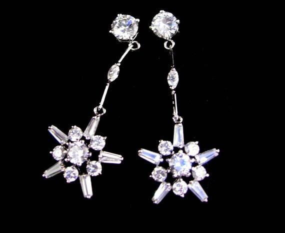 Vintage Long Prong Set Rhinestone Earrings Item K # 2438