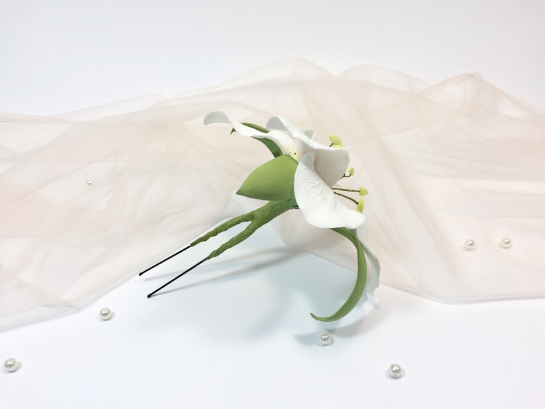 White lily hair pin  Bridal flower headpiece Wedding hair pin Bridal accessories  Gift for her Flower girl hair clip Floral wedding  party
