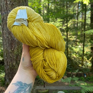 Vintage Craft and Rug Yarn  Grass Green  Heavy Rug Yarn  Polyester  615  70 yards