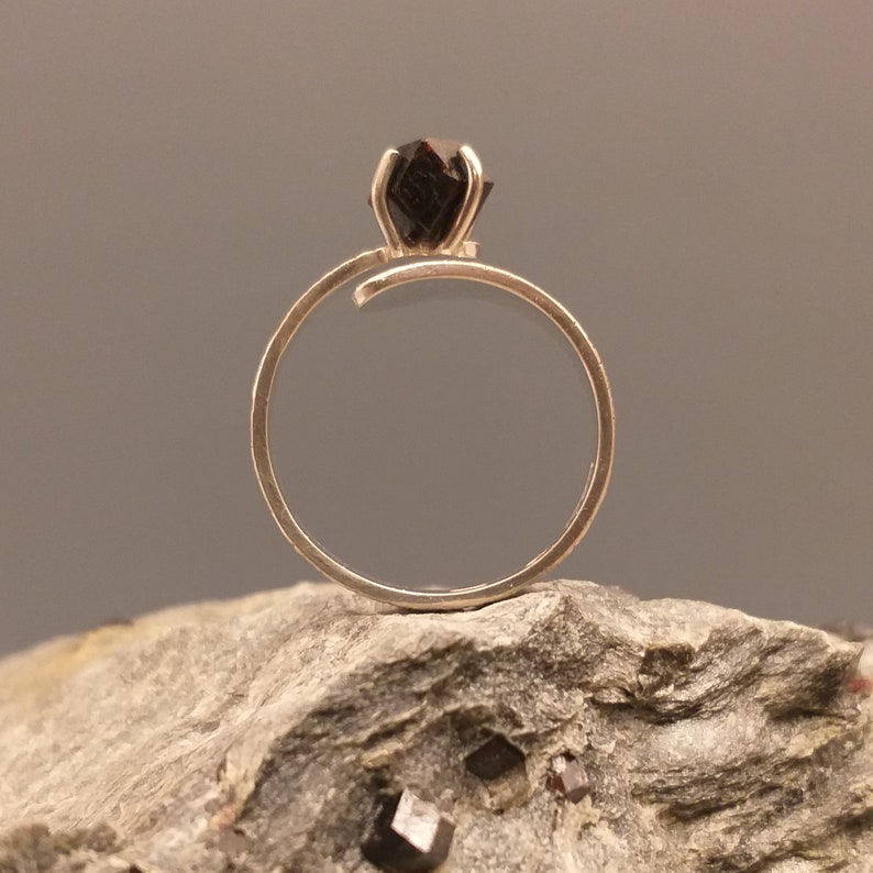 MD187 Hand forged ABISKO Sterling silver ring with 3 ct garnet,