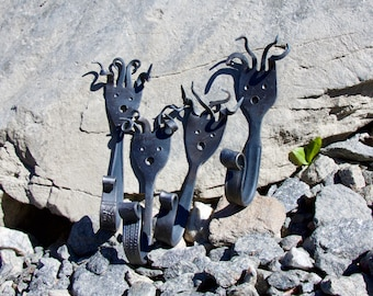 4 wall hooks forged by face, suitable for towels, children's wardrobe or souvenirs for friends and family