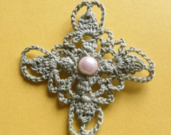 Crochet pattern CROSS Brooch with bead