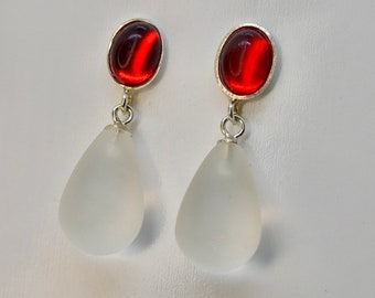 RED AND WHITE Amber meets rock crystal. Stud