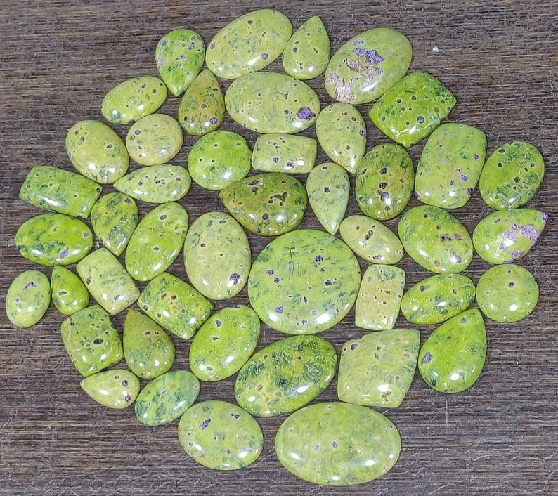 Wholesale Mix Lot AAA Quality Australian Stichtite Cabochon Loose Stichtite Green Gemstone Beautiful Natural Smooth Stichtite Cabochon