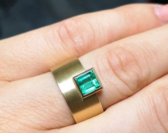 fine emerald in 750 gold ring made goldsmith's work emerald emerald emerald emeralred statement