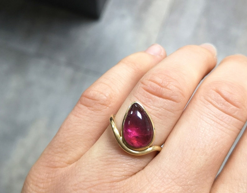 Ring  Drop Tourmaline pink wine red Rubellit cabochon in 750 image 0
