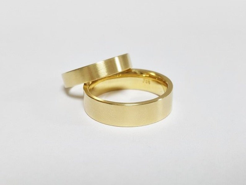 handmade TRAURINGE in 750 yellow gold modern shape image 0