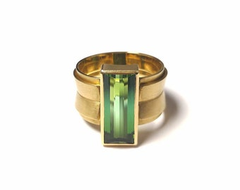 Green Tourmaline Ring in 750 Yellow Gold Modern Shape Verdelith Bandring Baguette Goldsmith Craft