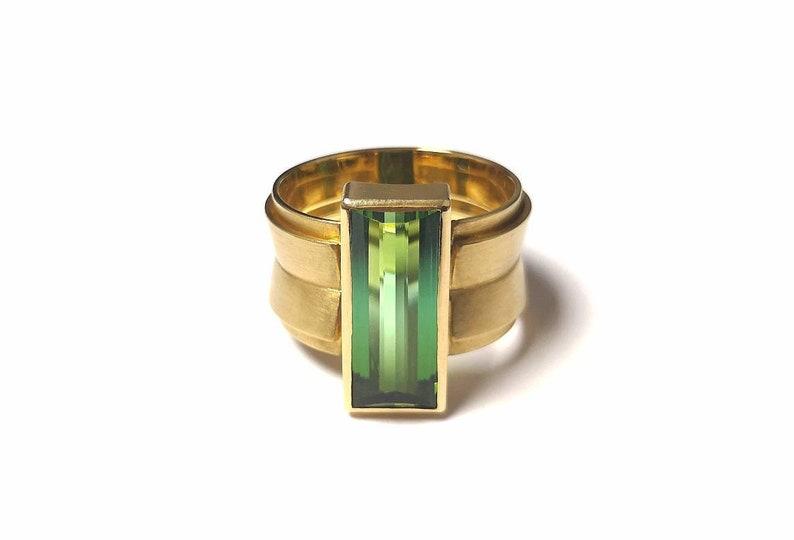 Green Tourmaline Ring in 750 Yellow Gold Modern Shape image 0