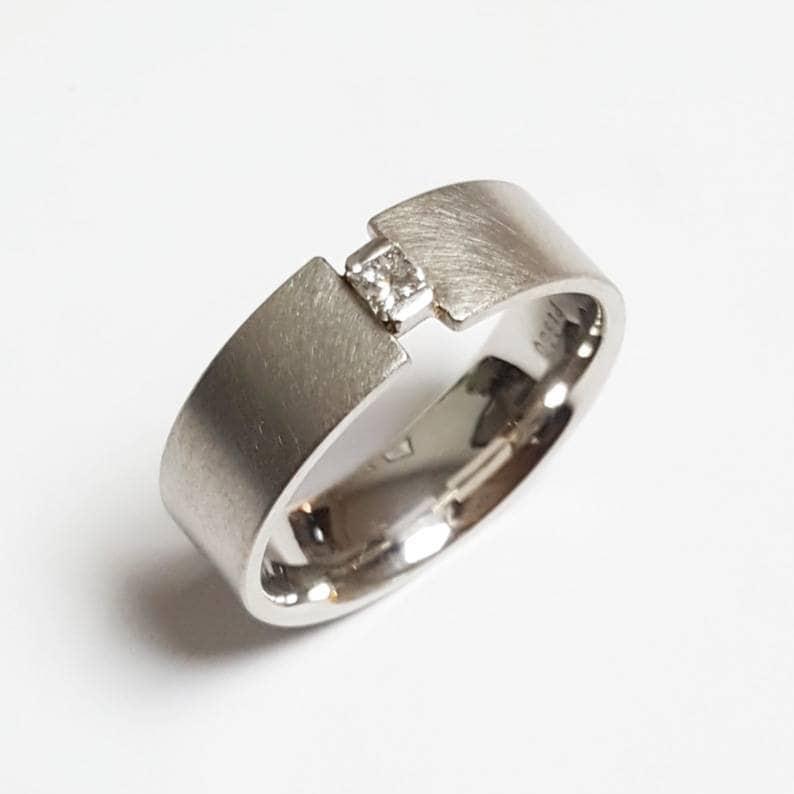 960 Platinum ring with princess diamond carré cut RW 56 image 0