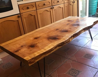 Superbe Beautiful Bespoke Redwood Coffee Table.