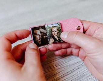 Mini Fotoalbum - Pink, personalsiert, hangefertigt, veganes Leder, Partnerschlüsselanhänger, Partnerschaft Geschenk, Verliebt - Verlobt