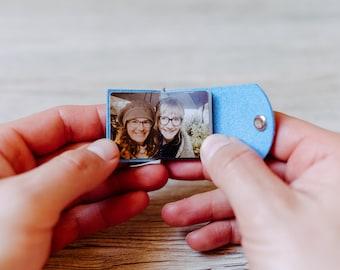 Kleines Fotoalbum - Himmelblau, Spezialanfertigung, Schlüsselanhänger, veganes Leder, personalisiert, Geschenk Freundschaft- du fehlst mir