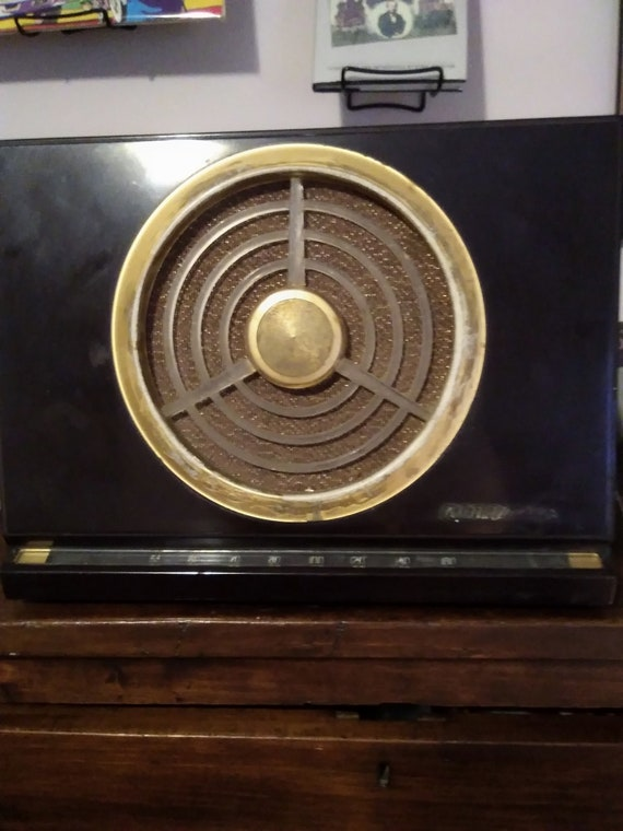 Vintage 1940's bakelite Rca Victor tube radio, model 9X561