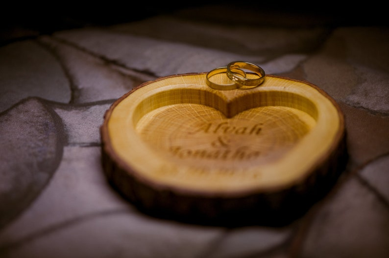 Personalized Rustic Wood Ring Holder Rustic Wedding Ring Bearer Pillow Oak Tree Ring Box Personalized Oak Slice Engraved Ring Box Cushion