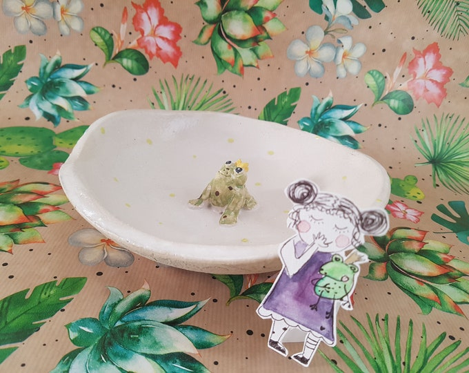 Bowl with frog, gift frog, birthday gift girlfriend,ceramic bowl green,ceramic with frog,candy bowl funny,heart pottery