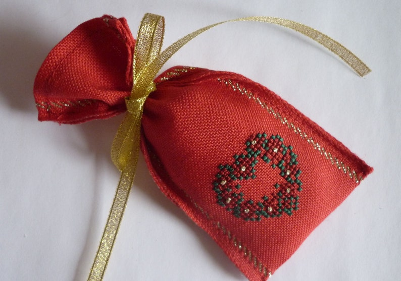 Gift Bag Flower Heart red-gold hand embroidered