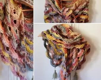 Châle chèche écharpe au crochet tons pastels gris, saumon, jaune et rose  foncé 2348ab586b7