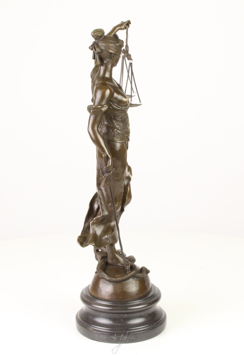 A bronze sculpture of the Lady Justice Justizia