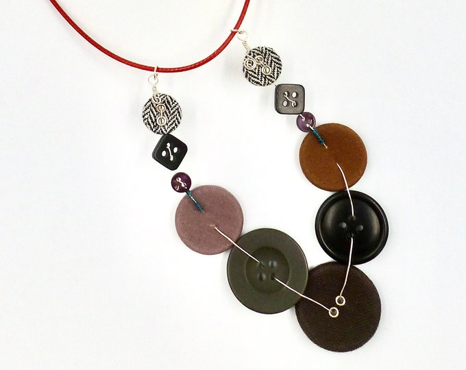 Button V Cord Necklace