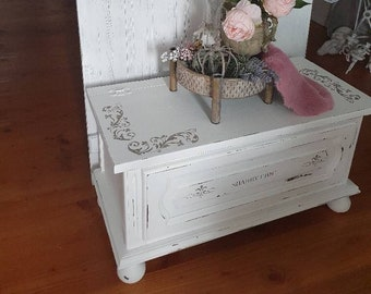 Pretty chest in shabby chic * country house * chest of drawers *