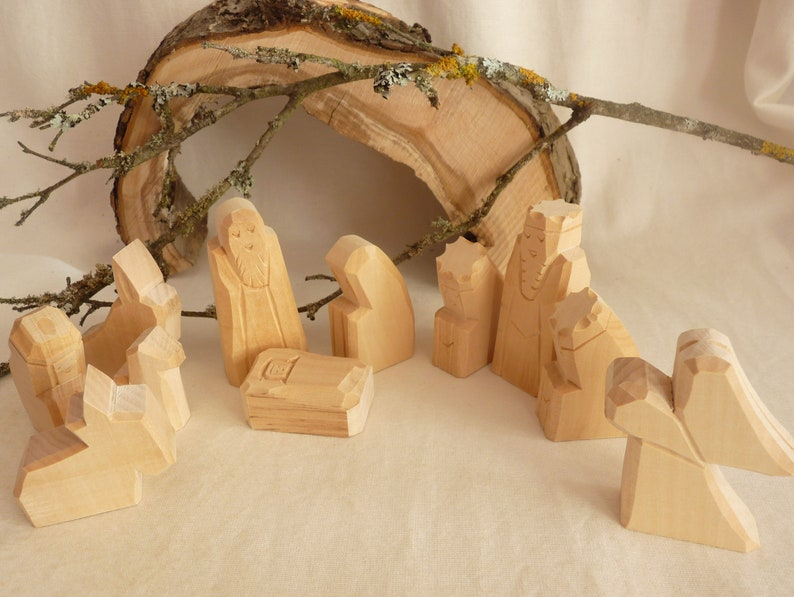 Crib figures carved 11-piece lime wood image 0