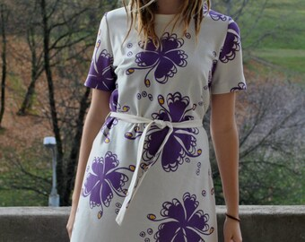 5ce54daf10b9 Vintage 70 s 80 s Golden Finn Made in Finland white large flowers print  midi dress Size M L European