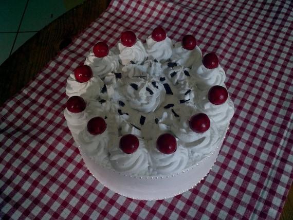 Gâteau de décoration en plâtre cerises type de forêt-noire