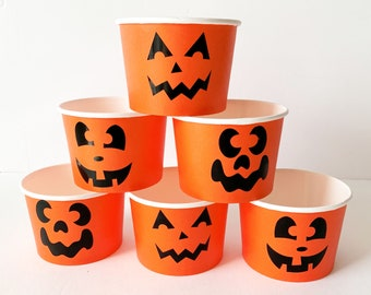 6 Pumpkin Karl's Halloween Snack Boxes in Orange with Funny Pumpkin Faces | Original table decko and guest gift boxes for Halloween